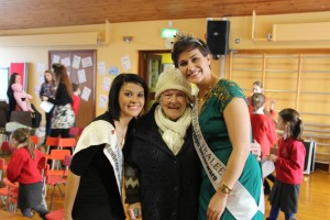 The 1st Lady of Clanabogan Mary popped along to meet the Roses